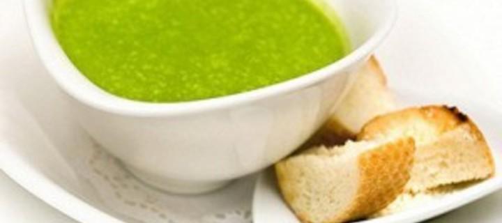 Гороховый крем-суп с луком-порей и крутонами