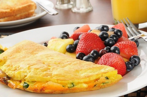 Omelet-with-berries